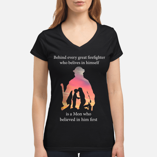 Behind every great firefighter who believes in himself is a mom V-neck t-shirt